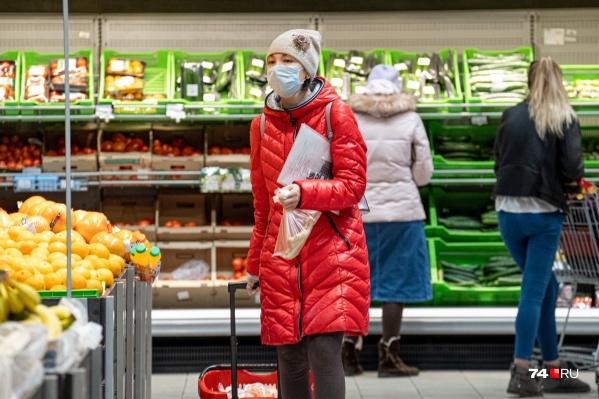 Оставлять целые зарплаты в магазинах покупатели не готовы: почти половина опрошенных нами челябинцев надеются, что 2–3 тысячи им на новогодний столхватит