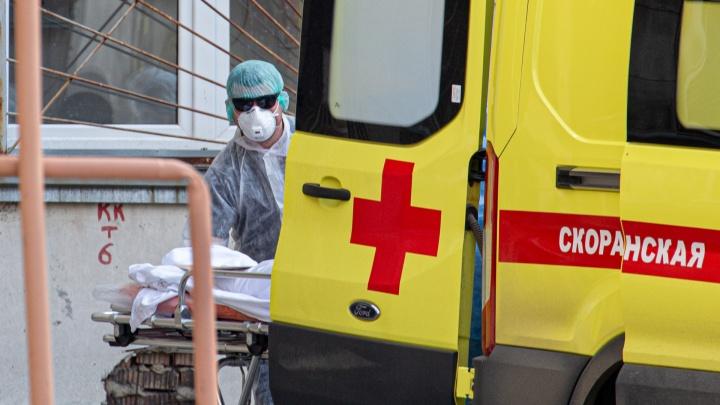 Работники ЧМК столпились в больничной очереди на медкомиссию