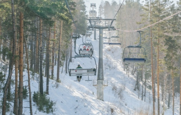 В Красноярске стартовал горнолыжный сезон: «Бобровый лог» закончил подготовку трасс