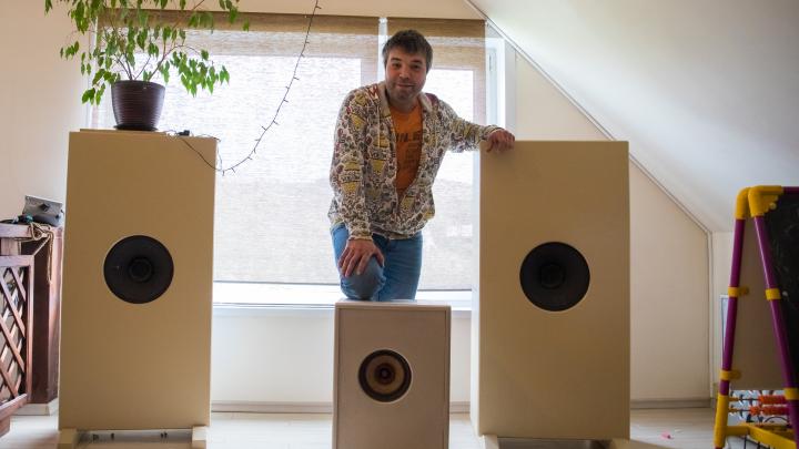 «Если получаешь кайф, то музыка качественная»: красноярец создает акустические системы у себя в гараже