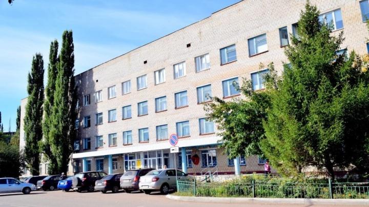 Нет мест: женщину с температурой под 40 несколько дней отказываются класть в больницу