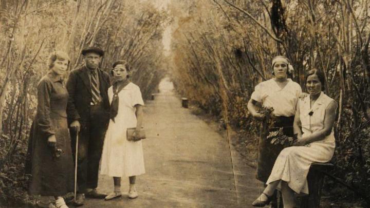 Как выглядят коренные тюменцы? Показываем фотоисторию одной семьи с 30-е по 90-е годы