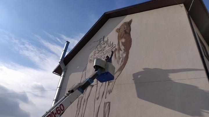 Челябинский граффитист нарисовал символ города с дымящими заводами