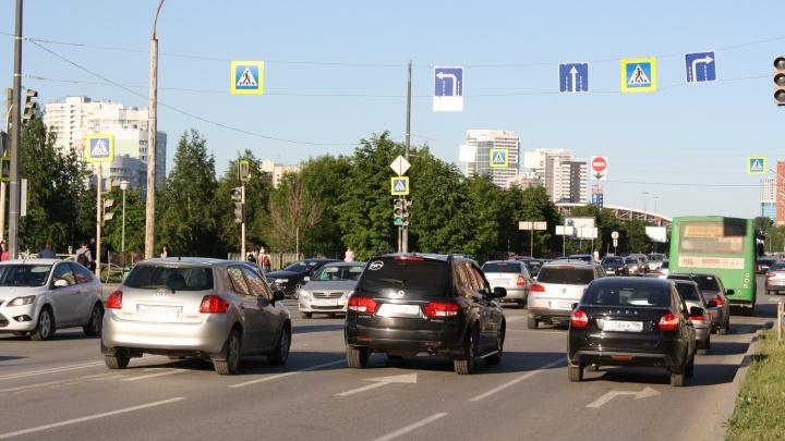 На Ботанике изменили схему проезда на проблемном перекрестке