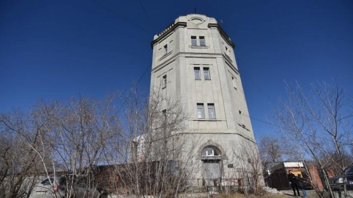 Архитекторы разрешили отремонтировать водонапорную башню на Московской, которая похожа на замок