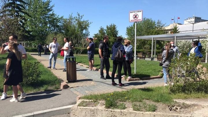Три десятка человек вышли к краевой библиотеке требовать свободу Быкову. «Патриоты» назвали это провокацией