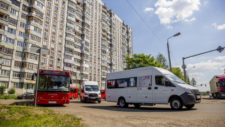 «Мы задыхаемся»: в Брагино конечную автобусов сделали под окнами жилого дома