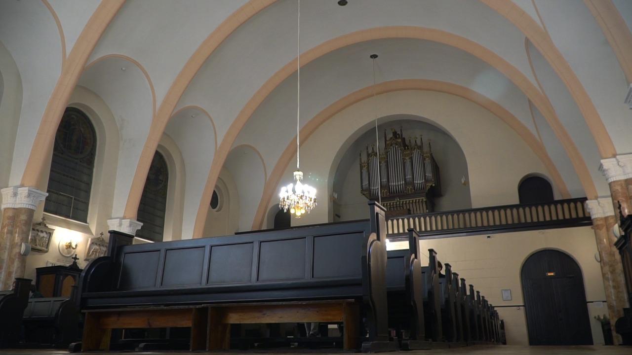 Богослужение Навечерия Пасхи в церкви Лурдской Богоматери.