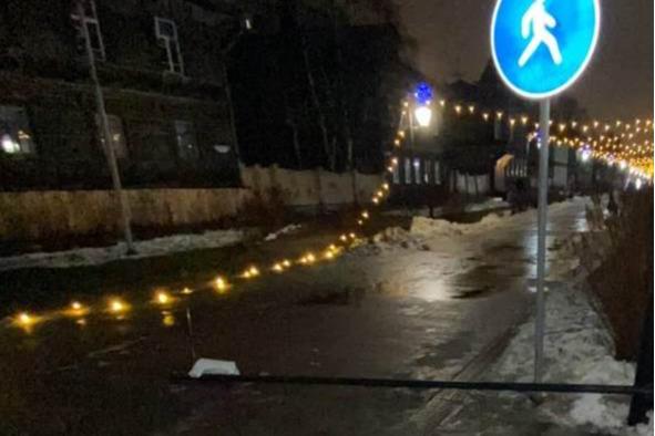 В Архангельске хулиганы погасили четыре городские елки и сорвали гирлянды на Чумбарова-Лучинского