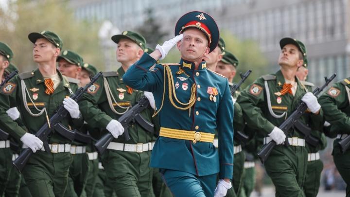 Волгоградские военные начали повторную подготовку к параду Победы