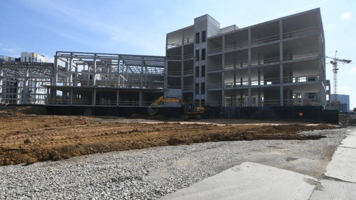 С местами для учащихся напряженно: новую школу в Академическом сдадут на год раньше