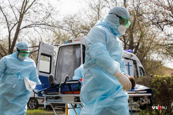 Количество заболевших в Тюменской области перевалило за 1000 и продолжает расти, но уже медленнее