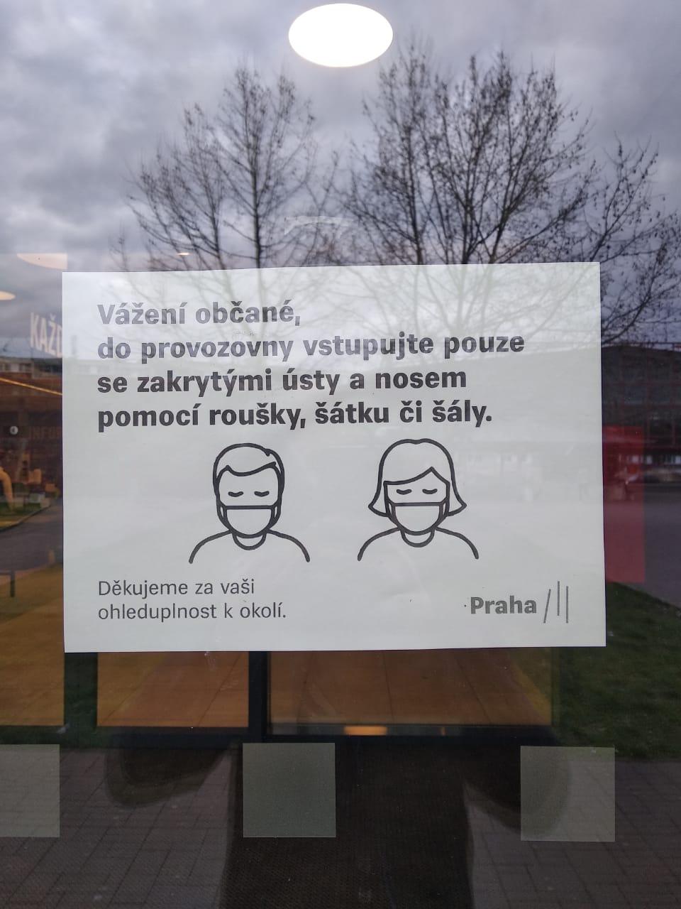Спрос на маски в Чехии тоже высокий, во многих аптеках они закончились
