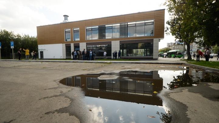 Собственник здания над станцией «Бажовская» оспорил решение о сносе в Верховном суде