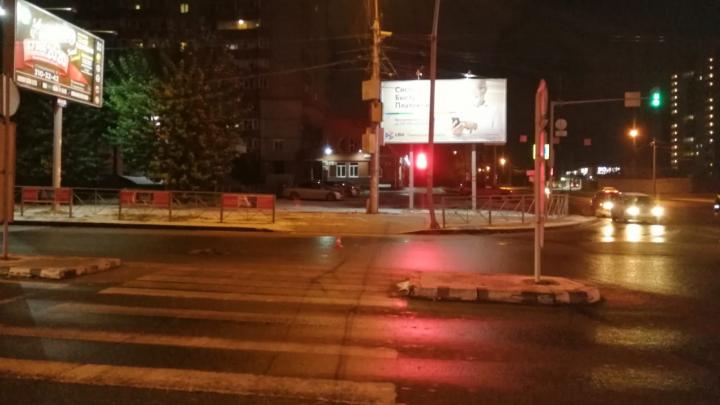 В Ленинском районе автомобиль сбил 14-летнюю девочку и скрылся с места ДТП