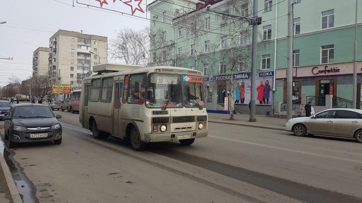 В Кургане вновь замораживают льготный проезд в автобусах для школьников и пенсионеров