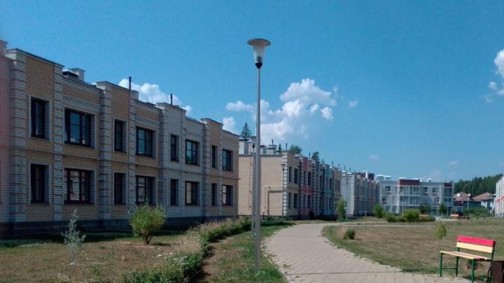 Жители таунхаусов под Екатеринбургом из-за жары осушили скважину и обвинили в этом застройщика