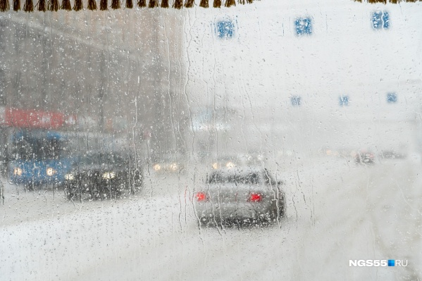В МЧС попросили водителей быть более внимательными на дорогах