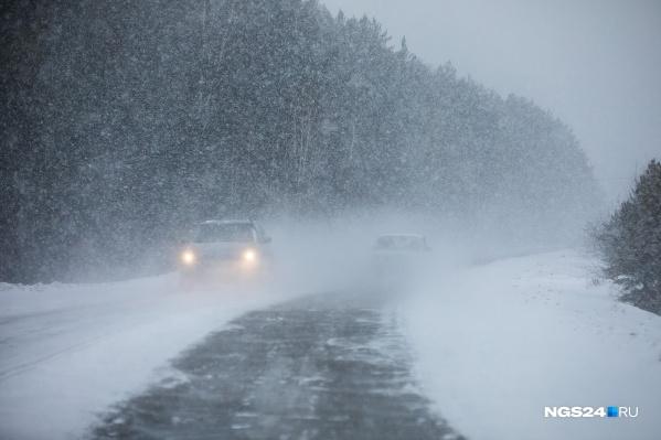 Неравнодушные автолюбители обогрели водителя на трассе и не дали замерзнуть в морозы