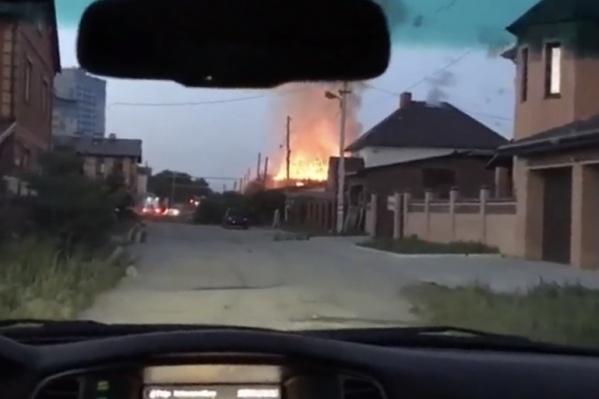Огонь начался с крыши