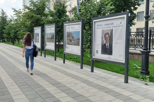 Просто прогуливаясь по проспекту Ленина, можно познакомиться с творчеством известного земляка