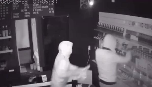 «Забрали табак и ноутбук»: в Екатеринбурге этой ночью ограбили магазин кальянов