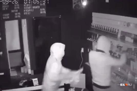 Грабители попали на камеры наблюдения