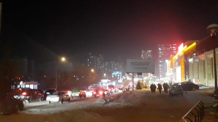 «Не видно рядом стоящий дом»: в Новосибирске резко ухудшилось качество воздуха