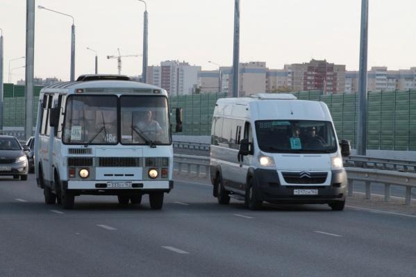 По мосту проехали и заказные автобусы