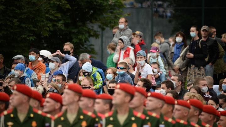 «Те, кто пытался что-то соблюдать, опять почувствовали себя дураками»: уральцы — о параде Победы