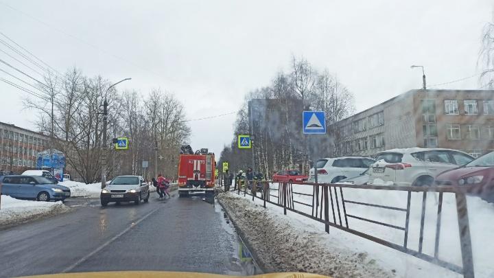 В школе № 33 в Архангельске эвакуировали учеников