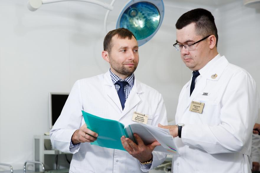 Коллектив клиники — это преподаватели, кандидаты и доктора медицинских наук кафедры офтальмологии УГМУ