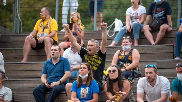 Буря эмоций в «Зеленом театре»: как в Ростове смотрели финал Кубка России по гандболу