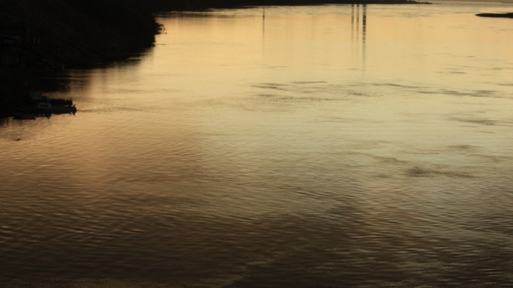 Под Архангельском заметили разлив нефтепродуктов