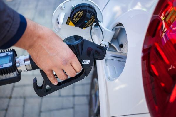 С мобильным сервисом по доставке топлива«Полный бак» дешевле и удобнее заправляться