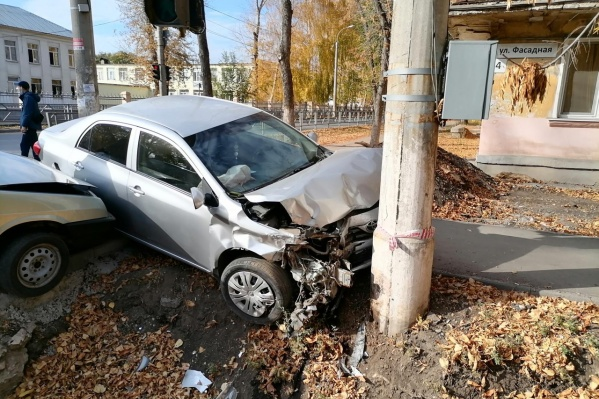 Водитель «Тойоты» ничего не мог поделать в этой ситуации: удар ВАЗа, видимо, был сильным