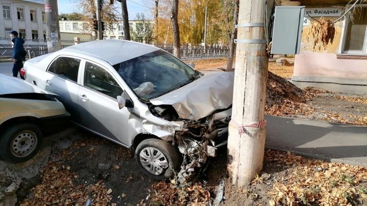 В Самаре молодой водитель спровоцировал ДТП со столбом