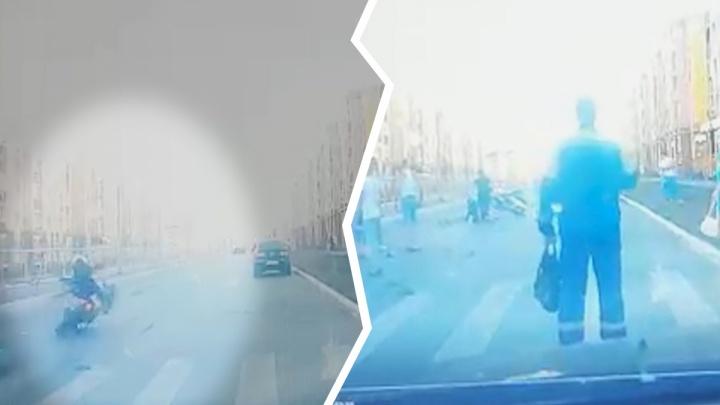 Мотоциклист сбил беременную: появилось видео момента ДТП в Южном городе