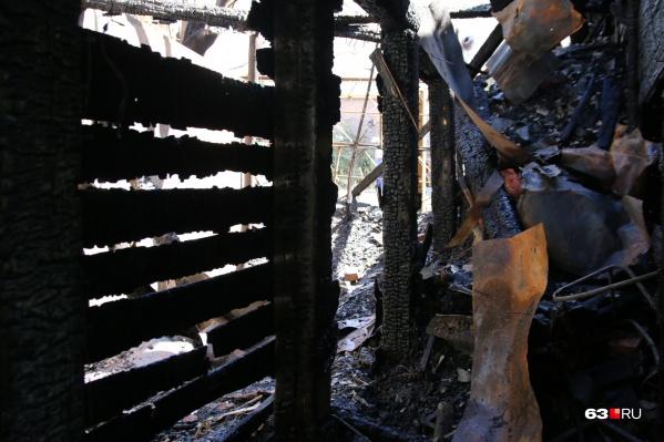 От постройки осталось только пепелище