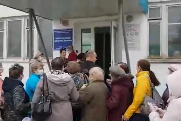 Горожане ужаснулись таким толпам