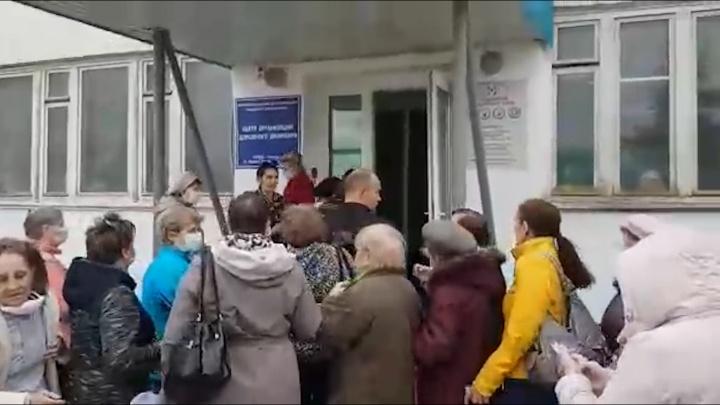 «Куда же вы торопитесь!»: видео очередей за переносом денег с транспортных карт в Самаре