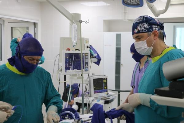 Ребенок прошел лечение, в том числе перенес операцию, и теперь полностью здоров