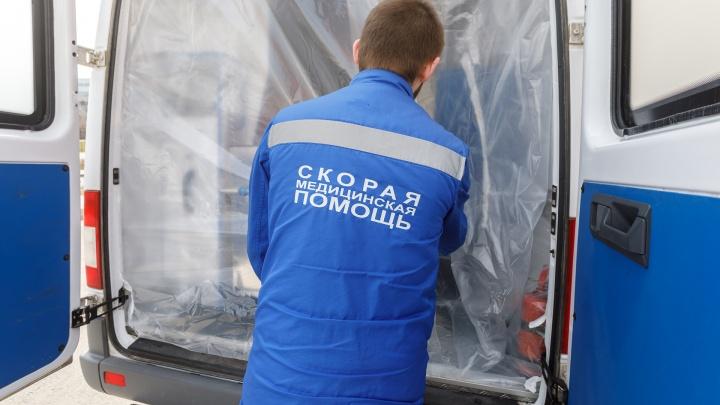 На трассе в Волгоградской области фура смяла четыре автомобиля