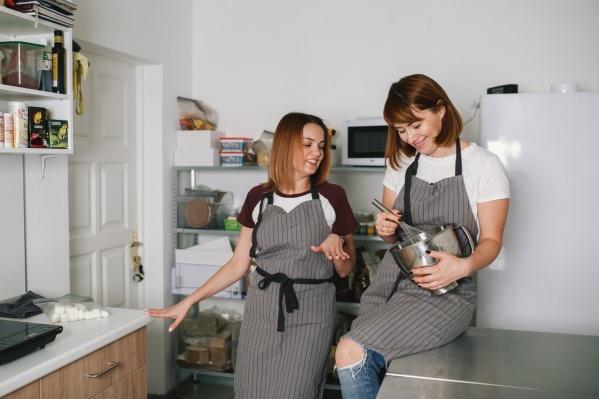 Дружба и дело всей жизни Оксаны и Розалины выросли на любви к тортикам