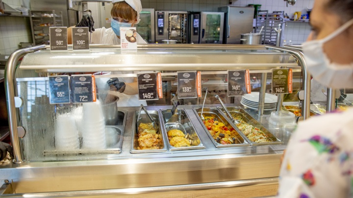 «Первые покупатели довольны»: в гипермаркете «Глобус» ярославцы смогут взять еду навынос