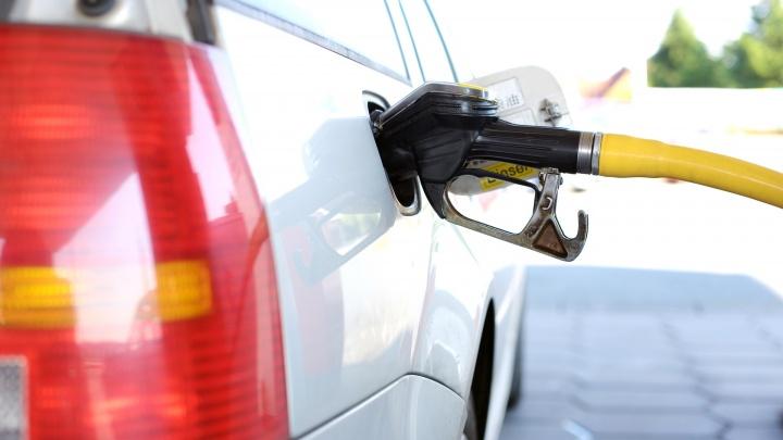 Среди автомобилистов разыграют целую тонну бензина