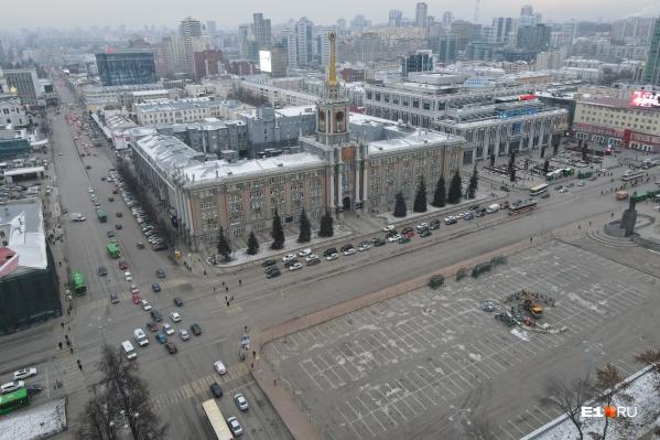 Скоро напротив Екатеринбургской гордумы появится пятидесятиметровая елка-конус