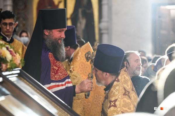 Митрополит Евгений (на фото справа) заявил, что епархия не имеет отношения к штурму Среднеуральского женского монастыря