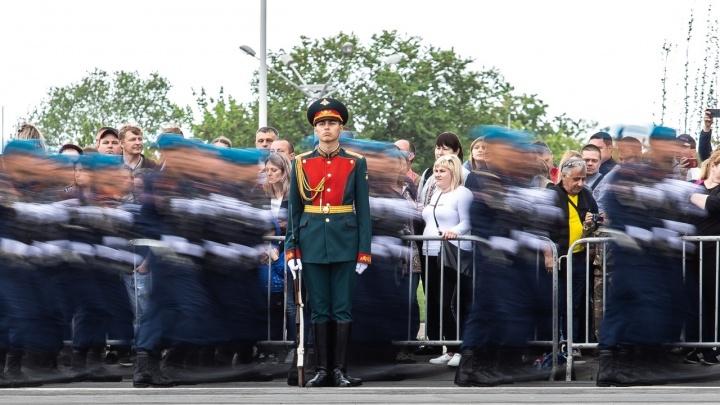 Три тысячи человек и сто единиц техники: стало известно, как пройдет парад Победы в Ростове