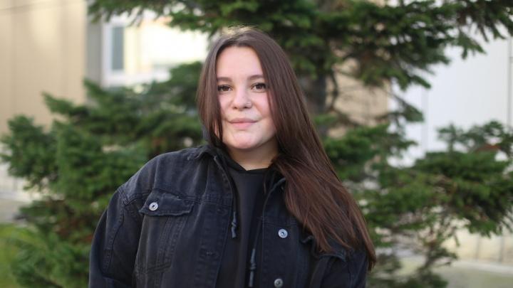 Танцовщица из Новосибирска думала, что у неё тянет спину из-за тренировок. Оказалось, это огромная опухоль